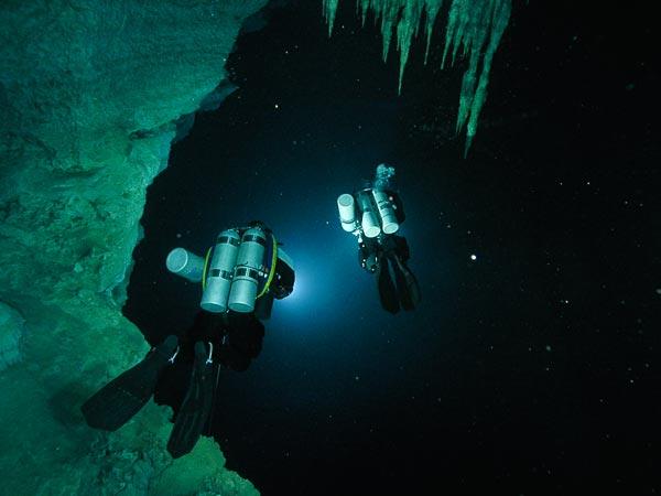 Yucatan-skulls-found-cave-mammoth-human-abyss_33091_600x450